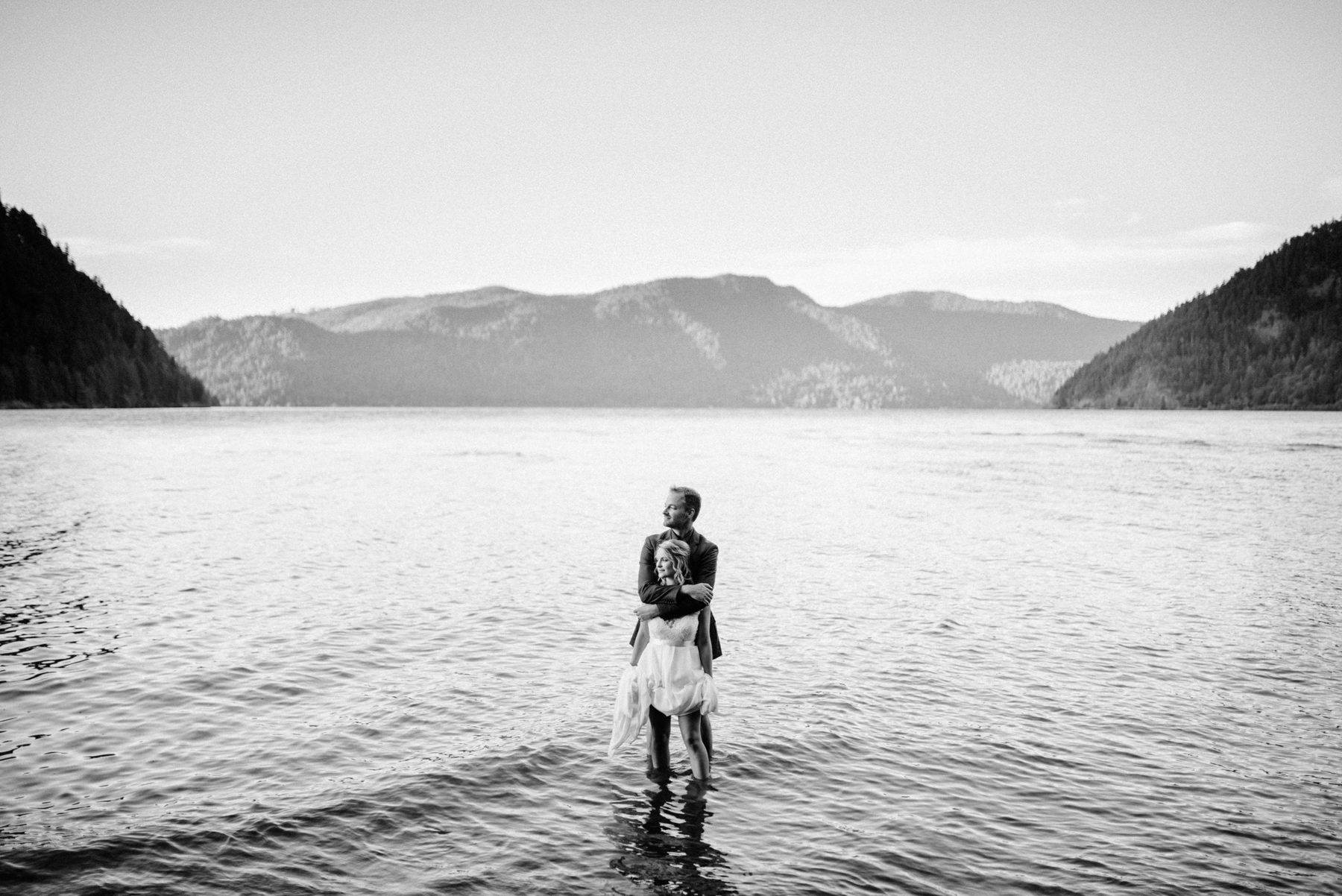 185-bride-and-groom-in-a-canoe-across-lake-crescent-by-nature-bridge.jpg