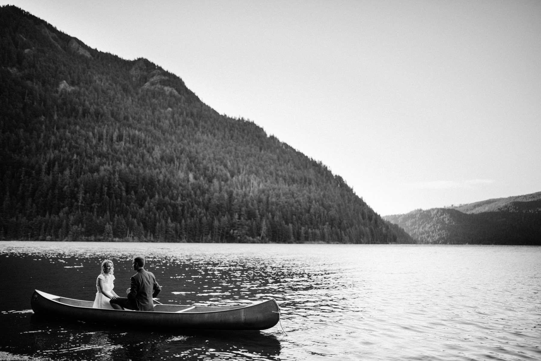 187-bride-and-groom-in-a-canoe-across-lake-crescent-by-nature-bridge.jpg