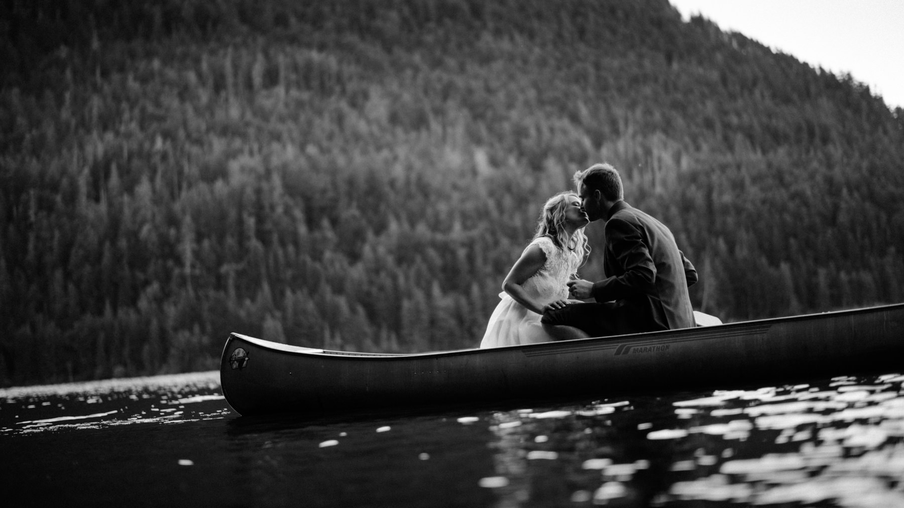 188-bride-and-groom-in-a-canoe-across-lake-crescent-by-nature-bridge.jpg