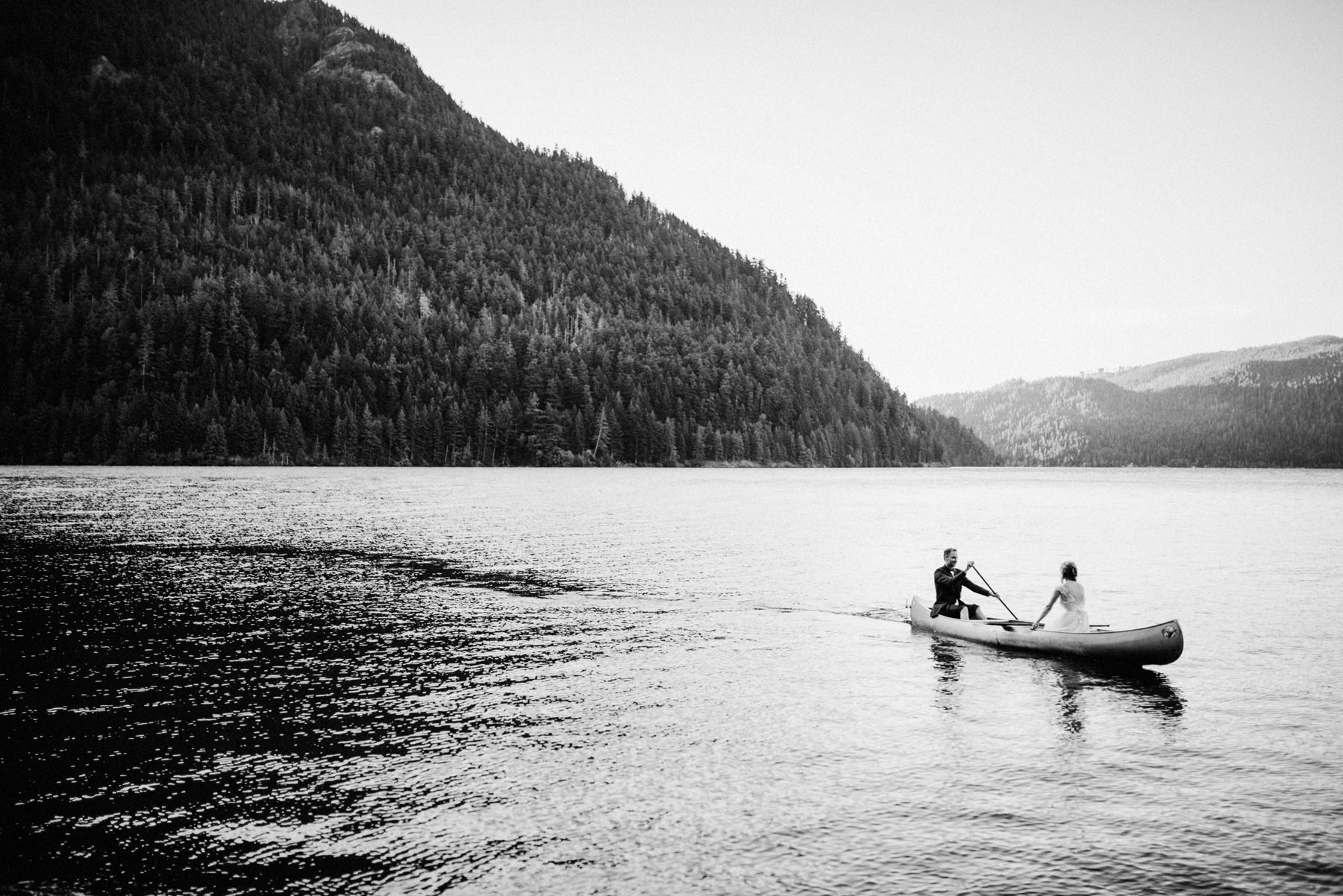 189-bride-and-groom-in-a-canoe-across-lake-crescent-by-nature-bridge.jpg