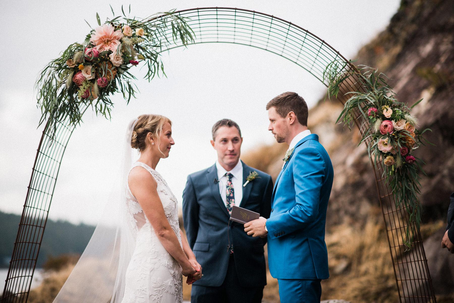 328-colorful-outdoor-lopez-island-wedding.jpg