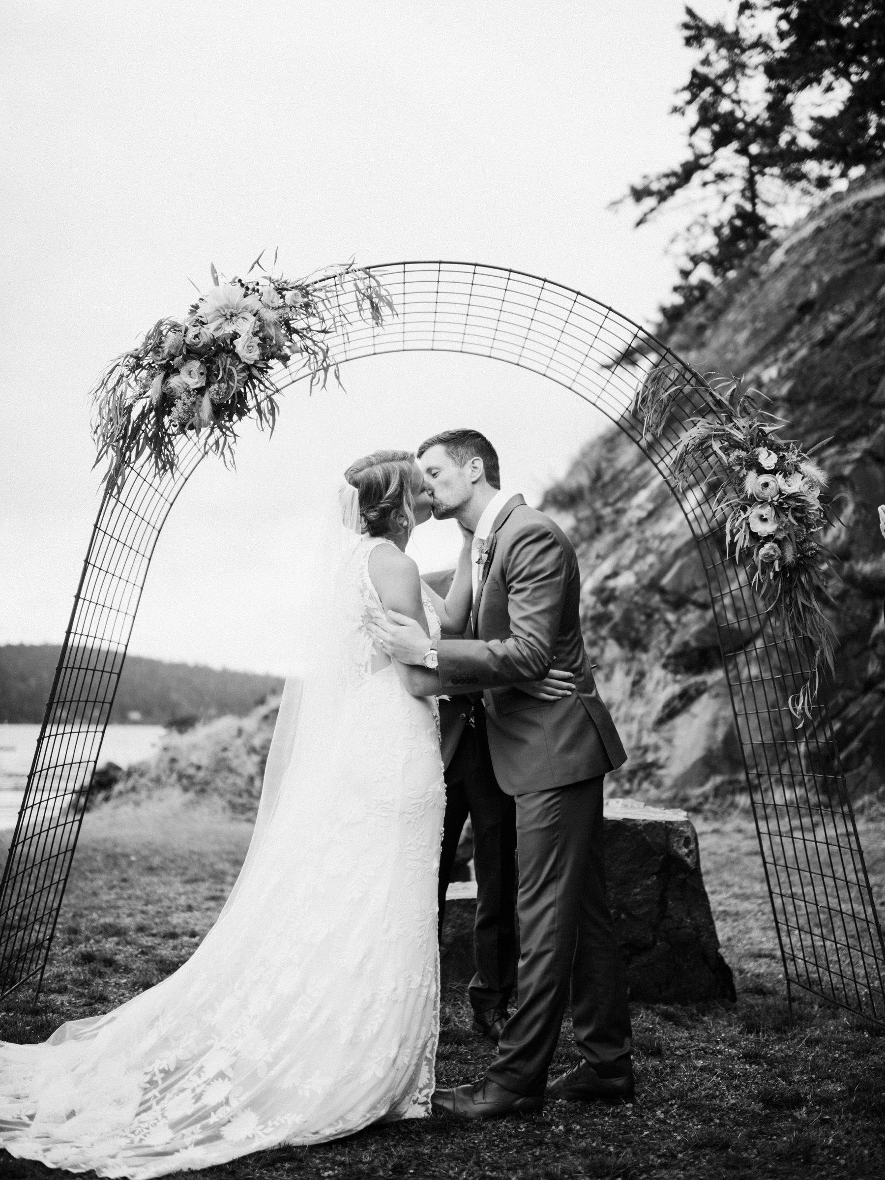 331-colorful-outdoor-lopez-island-wedding.jpg