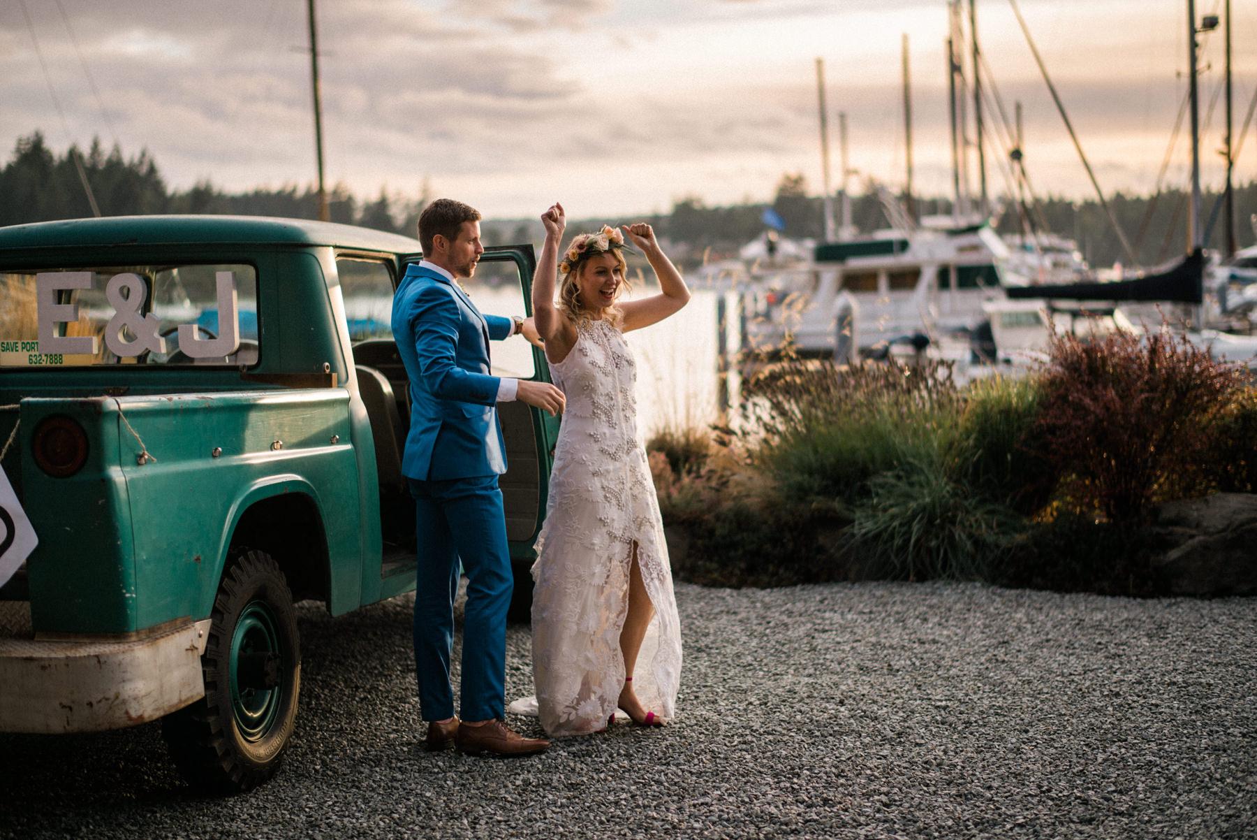360-colorful-outdoor-lopez-island-wedding.jpg
