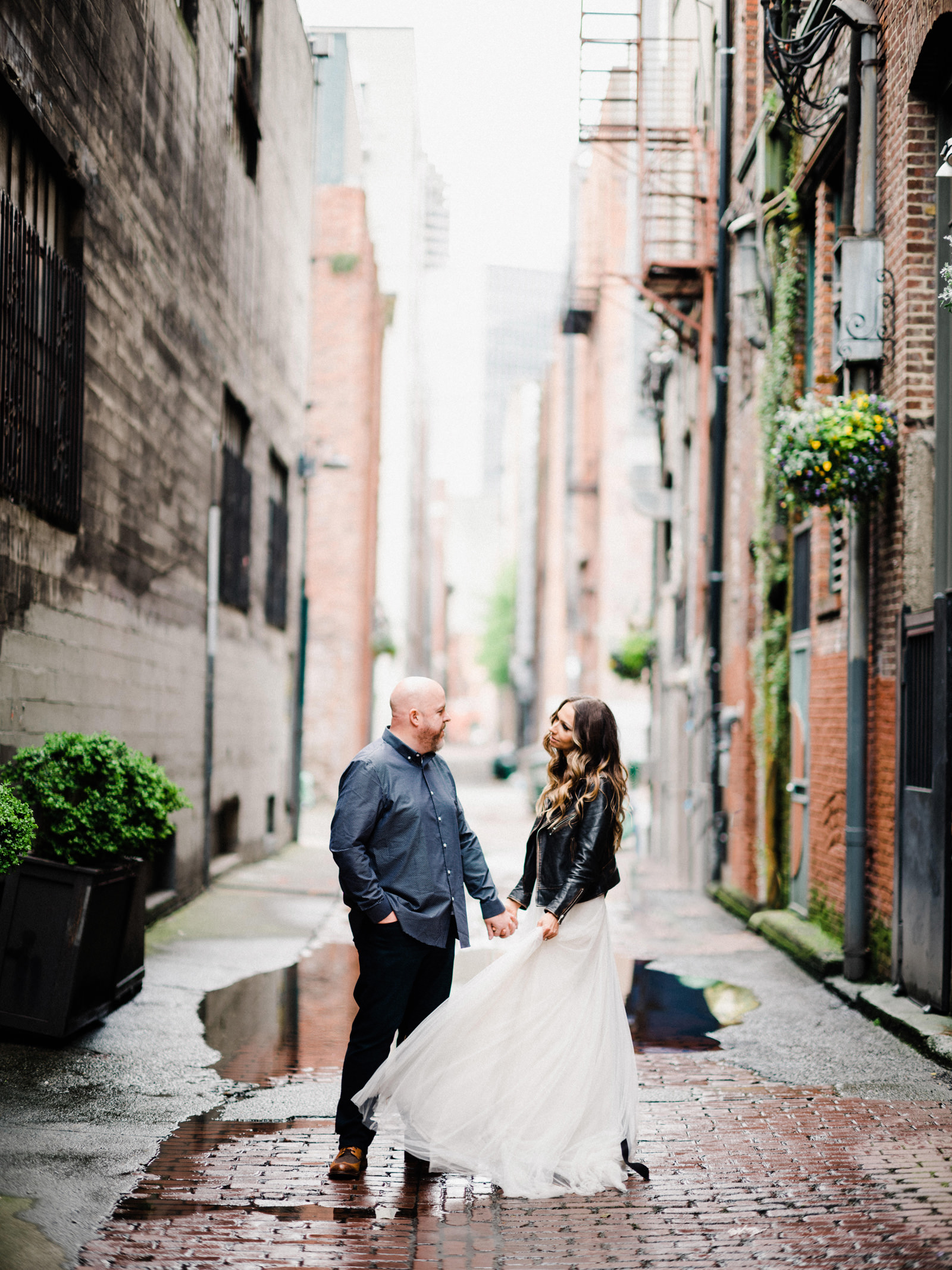 082-pioneer-square-urban-engagement-shoot-in-seattle.jpg