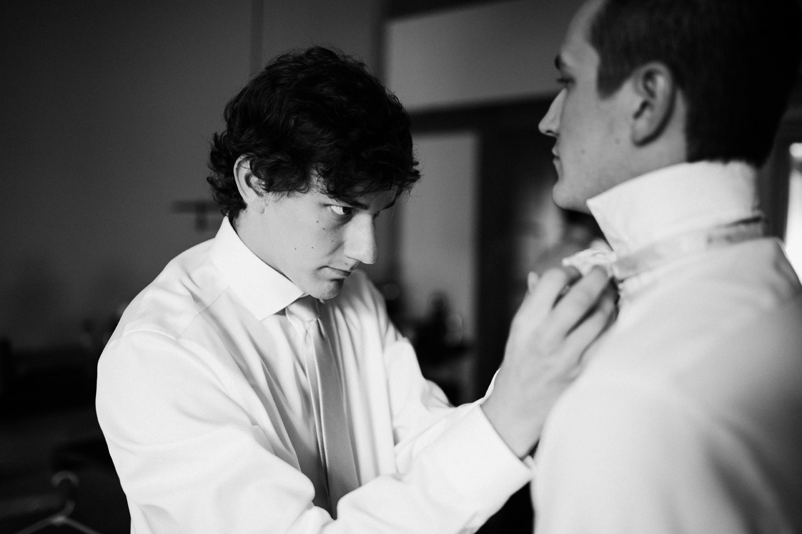 013-willows-lodge-wedding-prep-by-seattle-documentary-photographer.jpg