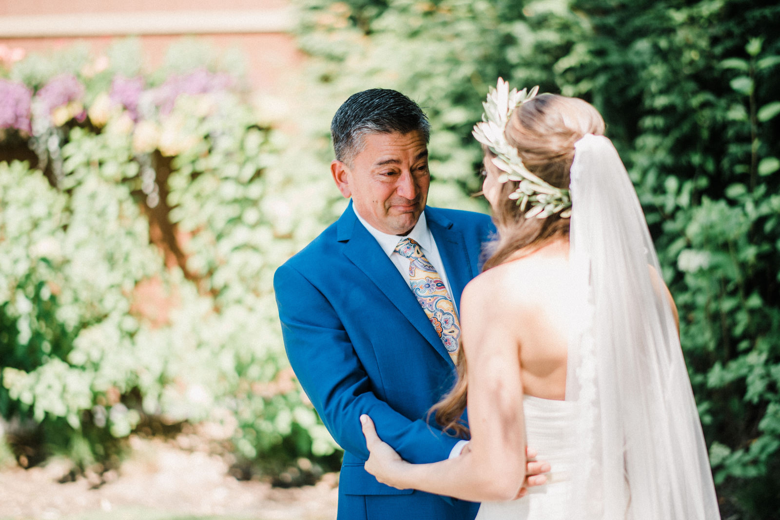 021-emotional-and-sweet-first-look-between-a-bride-and-her-father.jpg