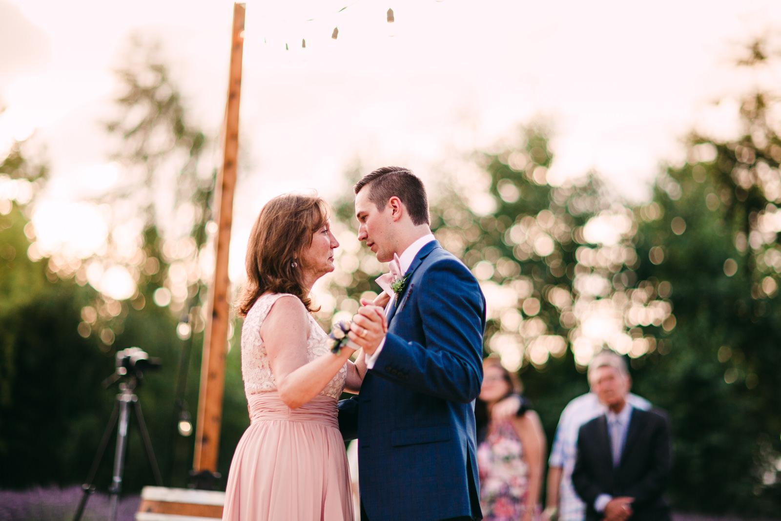 080-woodinville-lavendar-farm-wedding-with-golden-glowy-photos.jpg