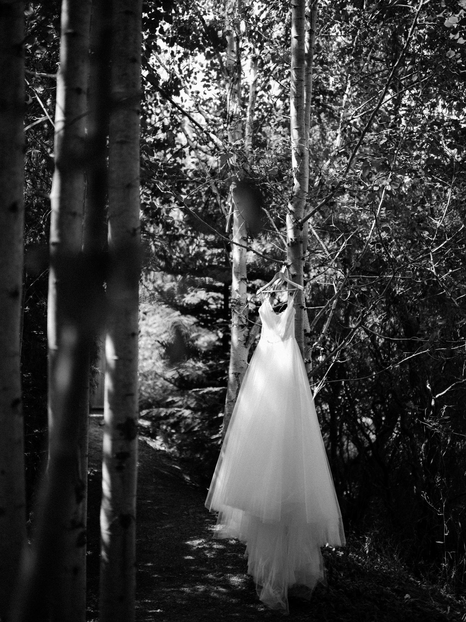 099-woodland-farm-meadow-wedding-by-best-seattle-film-photographer.jpg