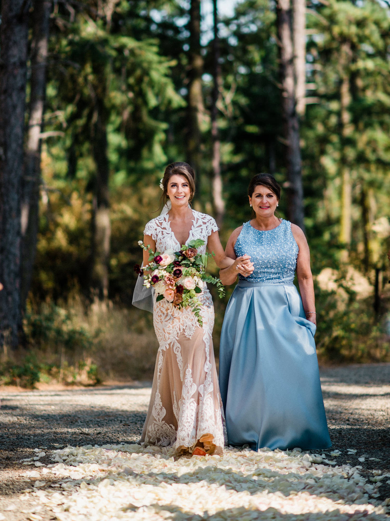 272-bright-coral-wedding-with-sinclair-and-moore-at-suncadia-resort.jpg
