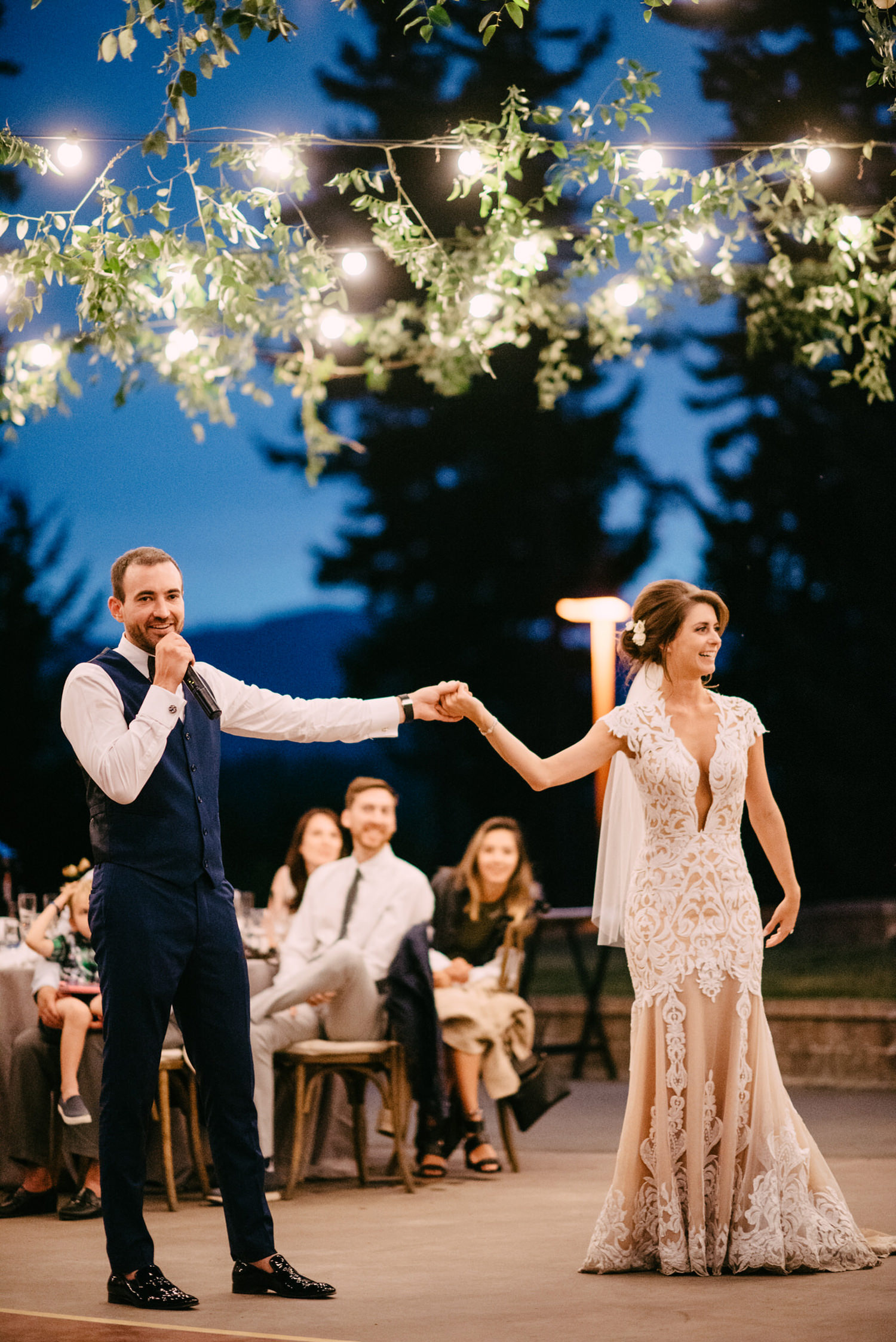 311-bright-coral-wedding-with-sinclair-and-moore-at-suncadia-resort.jpg