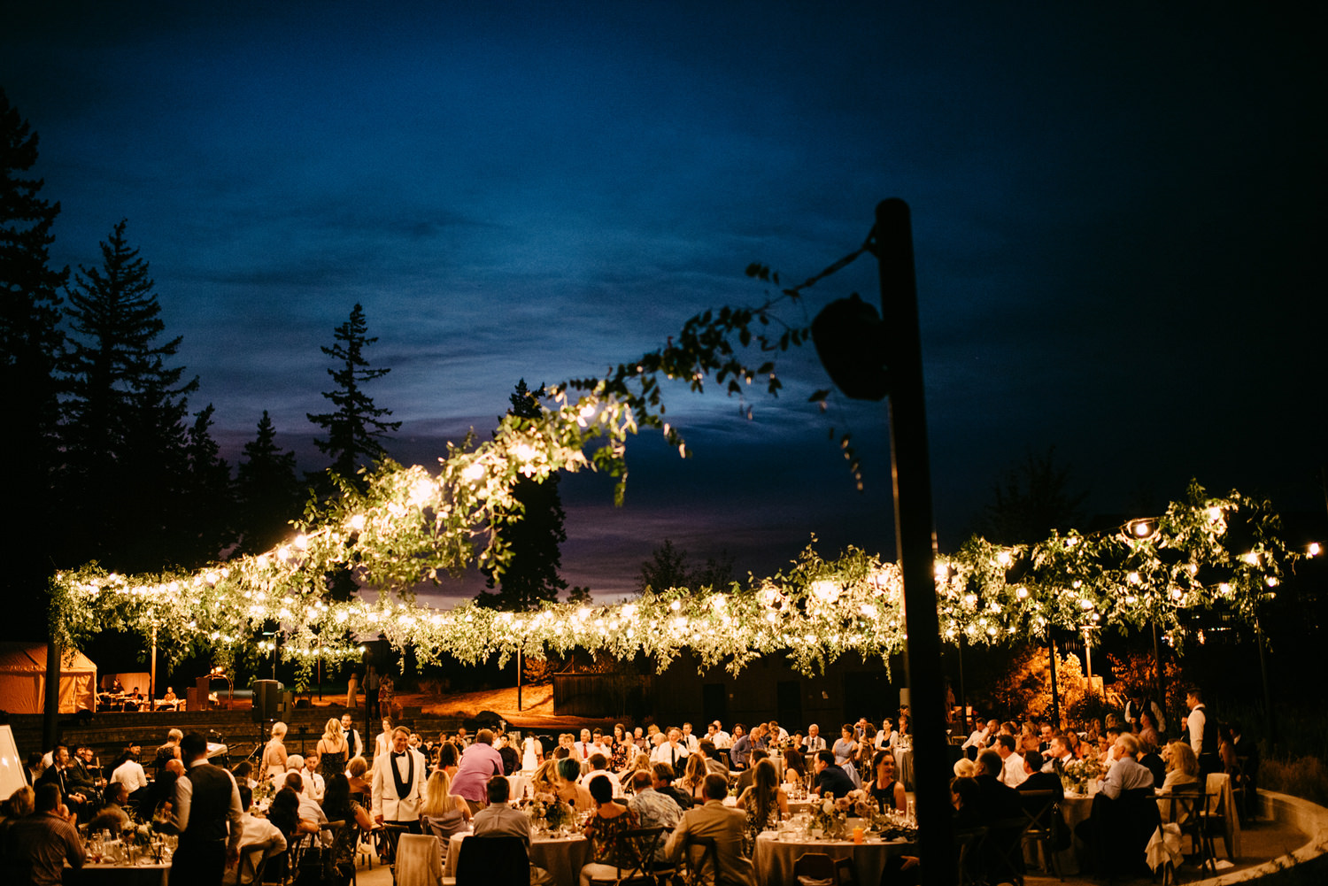 313-bright-coral-wedding-with-sinclair-and-moore-at-suncadia-resort.jpg