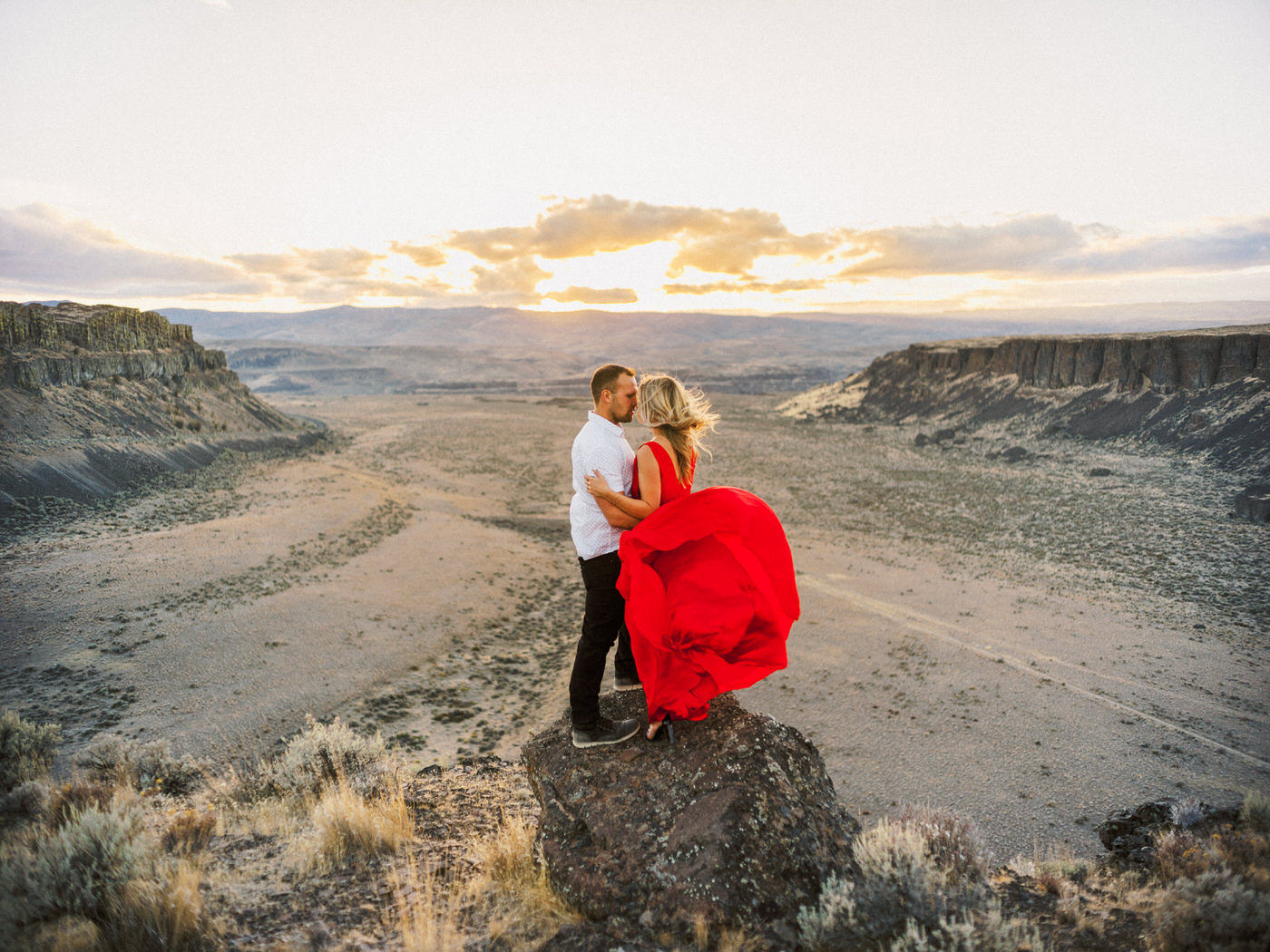 108-vantage-washington-desert-engagement-shoot.jpg
