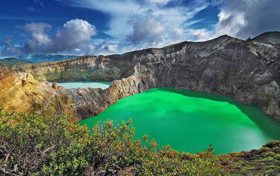 Photo by  Danau Kelimutu
