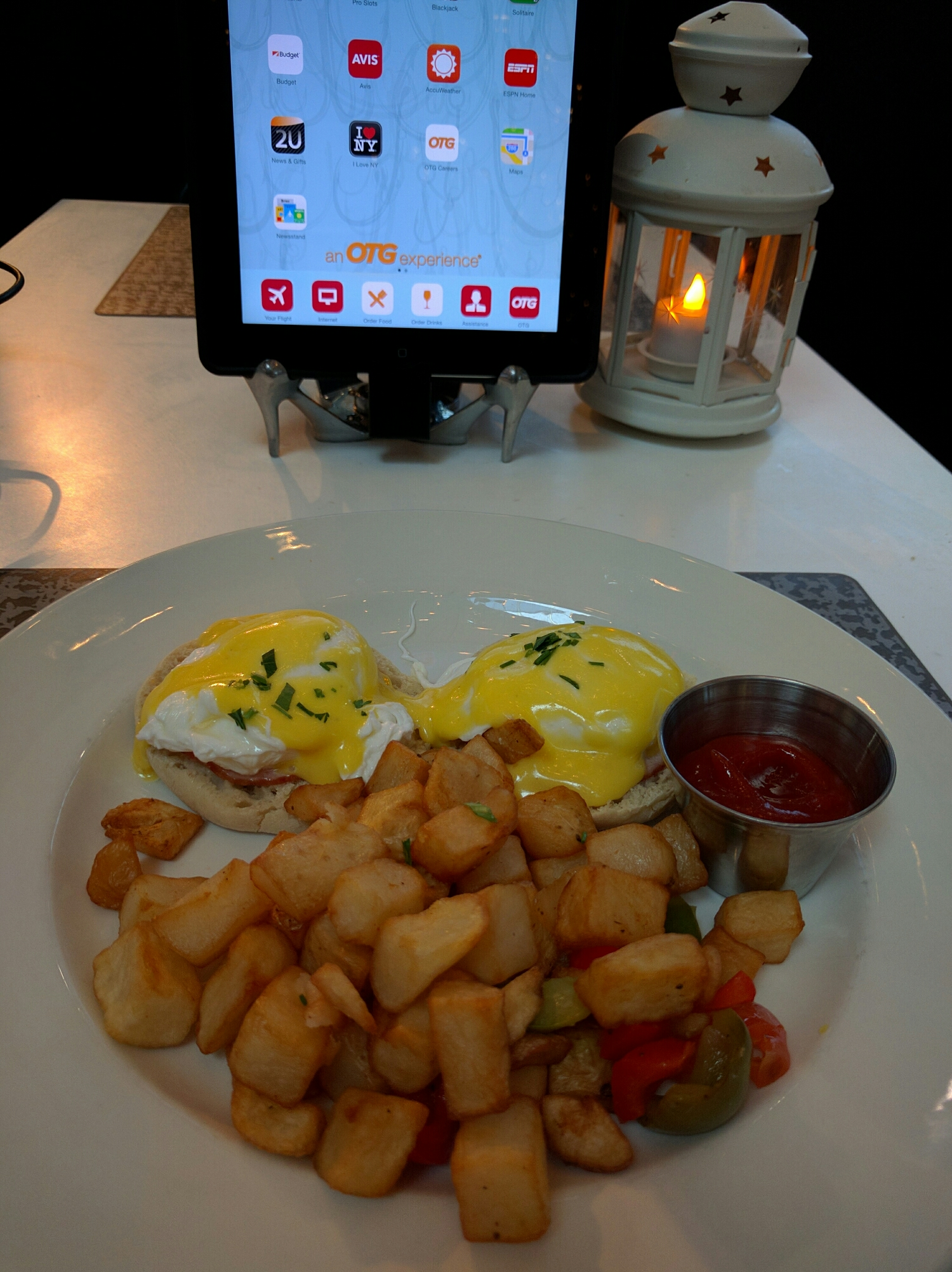 Order and pay on table mounted iPad - Laguardia Airport, NYC (Photo by Rob Schertzer)