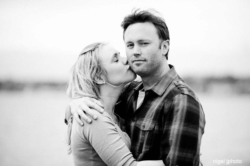 engagement-photography-woman-kissing-fiance-seattle-lake-stevens.jpg