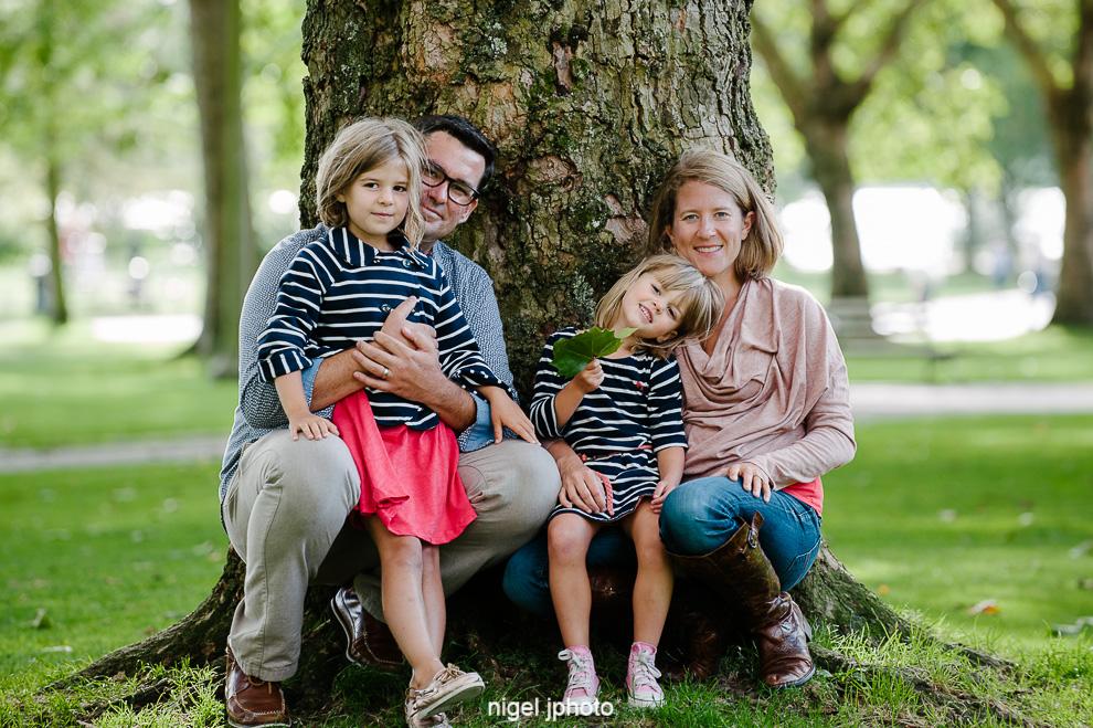 family-photos-seattle-eastside-sitting-tree.jpg