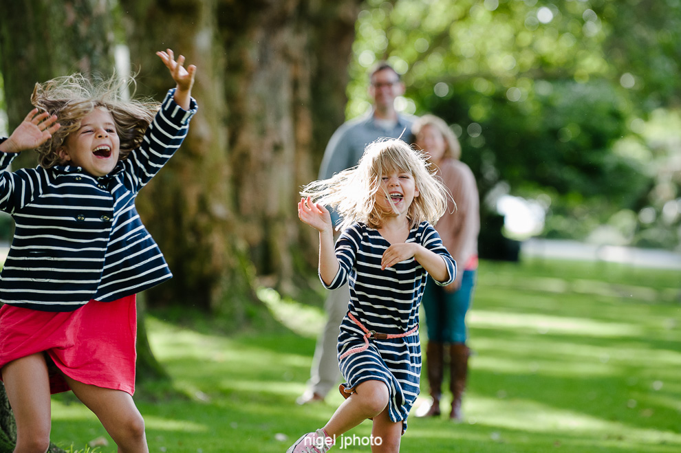 family-photos-seattle-eastside-sisters-playing.jpg