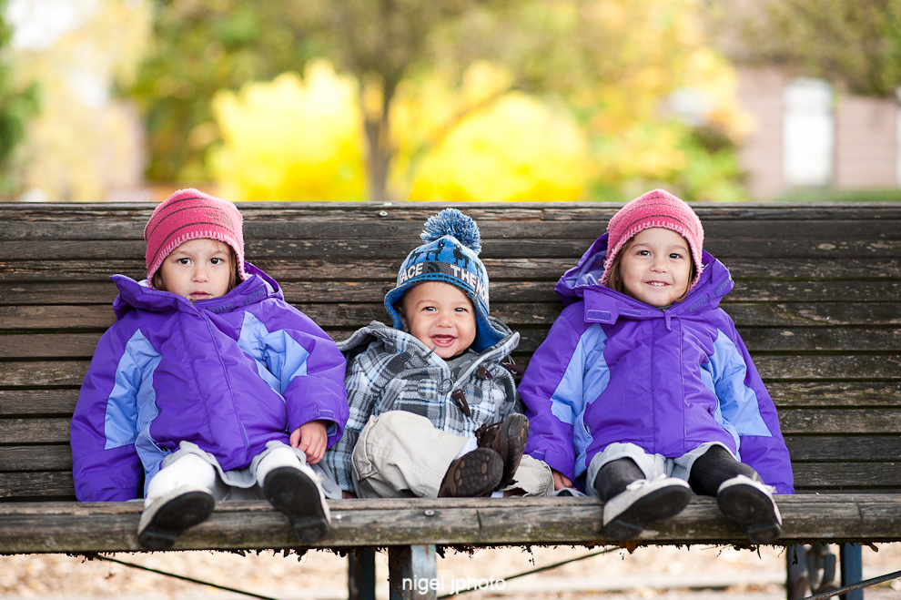 idential-twins-daughters-with-little-brother-fall-seattle-family-portrait-wallingford-meridian-park.jpg