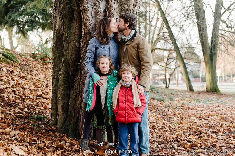 family-couple-kissing-kids-looking-seattle-photography.jpg