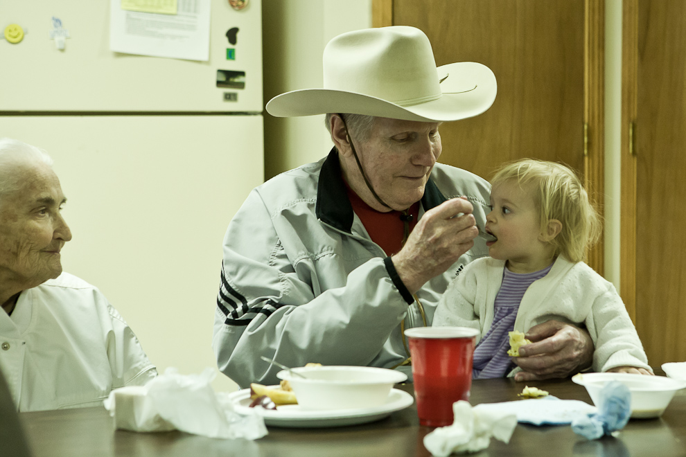 fred-phelps-westboro-with-grandchild.jpg