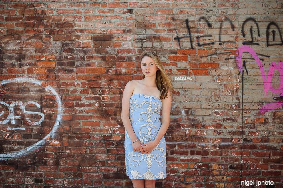 senior-portrait-seattle-bellevue-eastside-brick-background.jpg