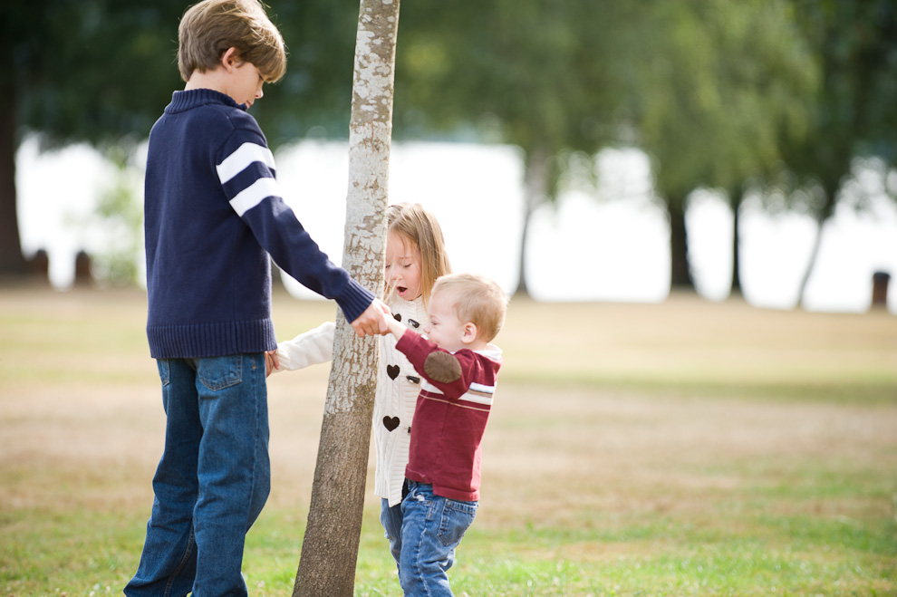 brothers-and-sister-playing-seattle-eastside-family-photography.jpg