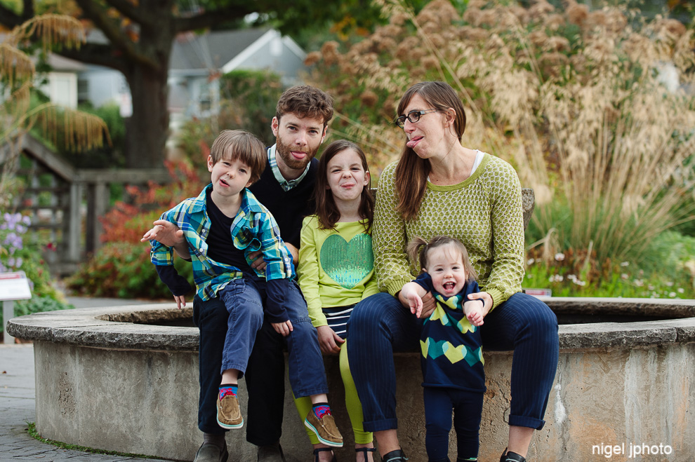 family-of-five-seattle-family-photography-silly.jpg
