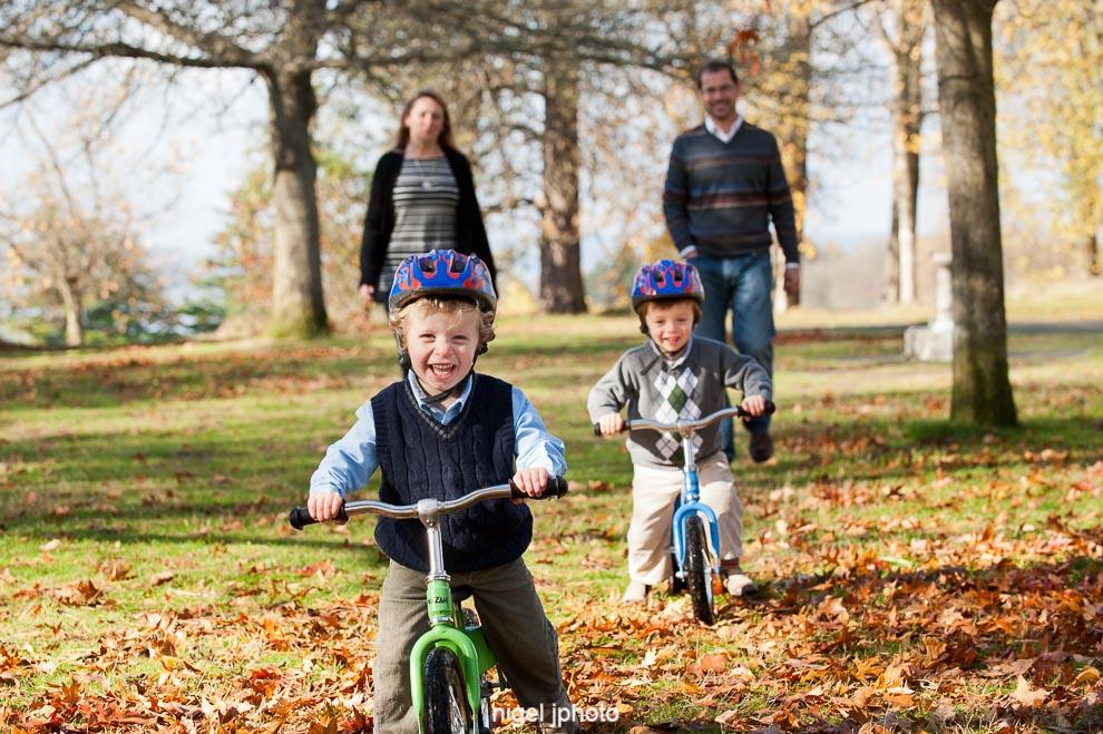 twin-boys-bikes-seattle-family-photography.jpg