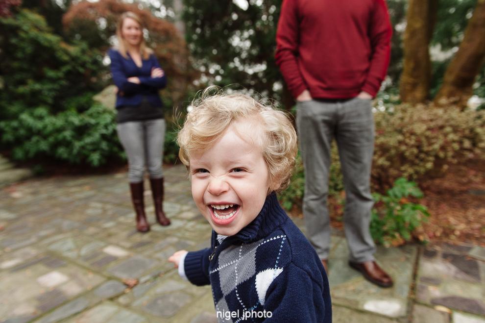 4-year-old-running-playing-seattle-family-photos.jpg