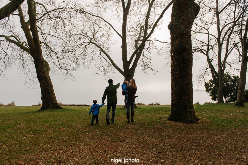 family-holding-hands-thru-fog-seattle-photography.jpg
