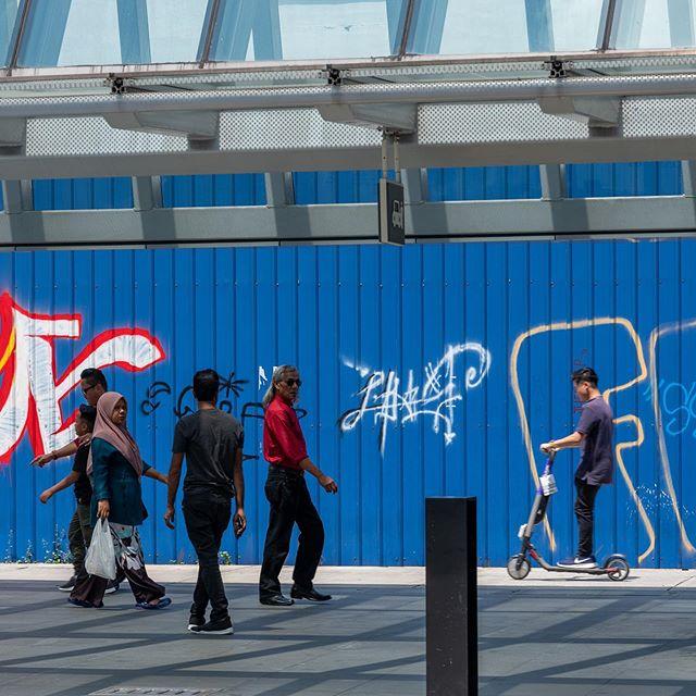 Jalan-jalan  #fujifilm #gfx50r #gf110mmf2 #mediumformat #streetphotography #kualalumpur