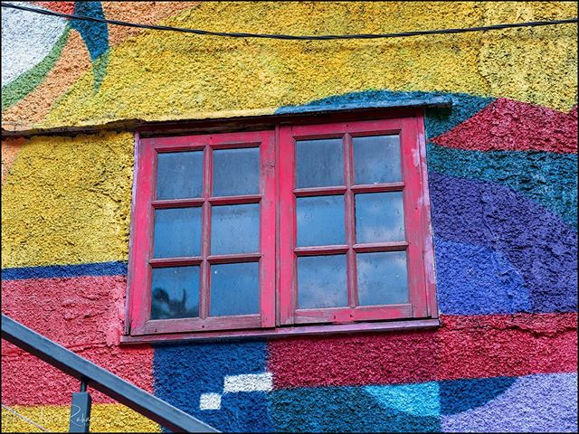 The red window  #bukitbintang #streetphotography #kualalumpur #mural #fujifilm #gfx50r #gf3264mmf4