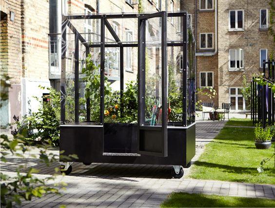 The-Idea-of-Incorporating-a-Greenhouse-into-an-Urban-Garden-Environment-urban-gardeners-republic.jpg