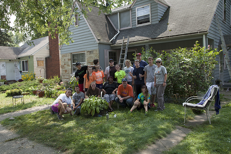 Benton Harbor Mission Trip - 2014 (10).jpg