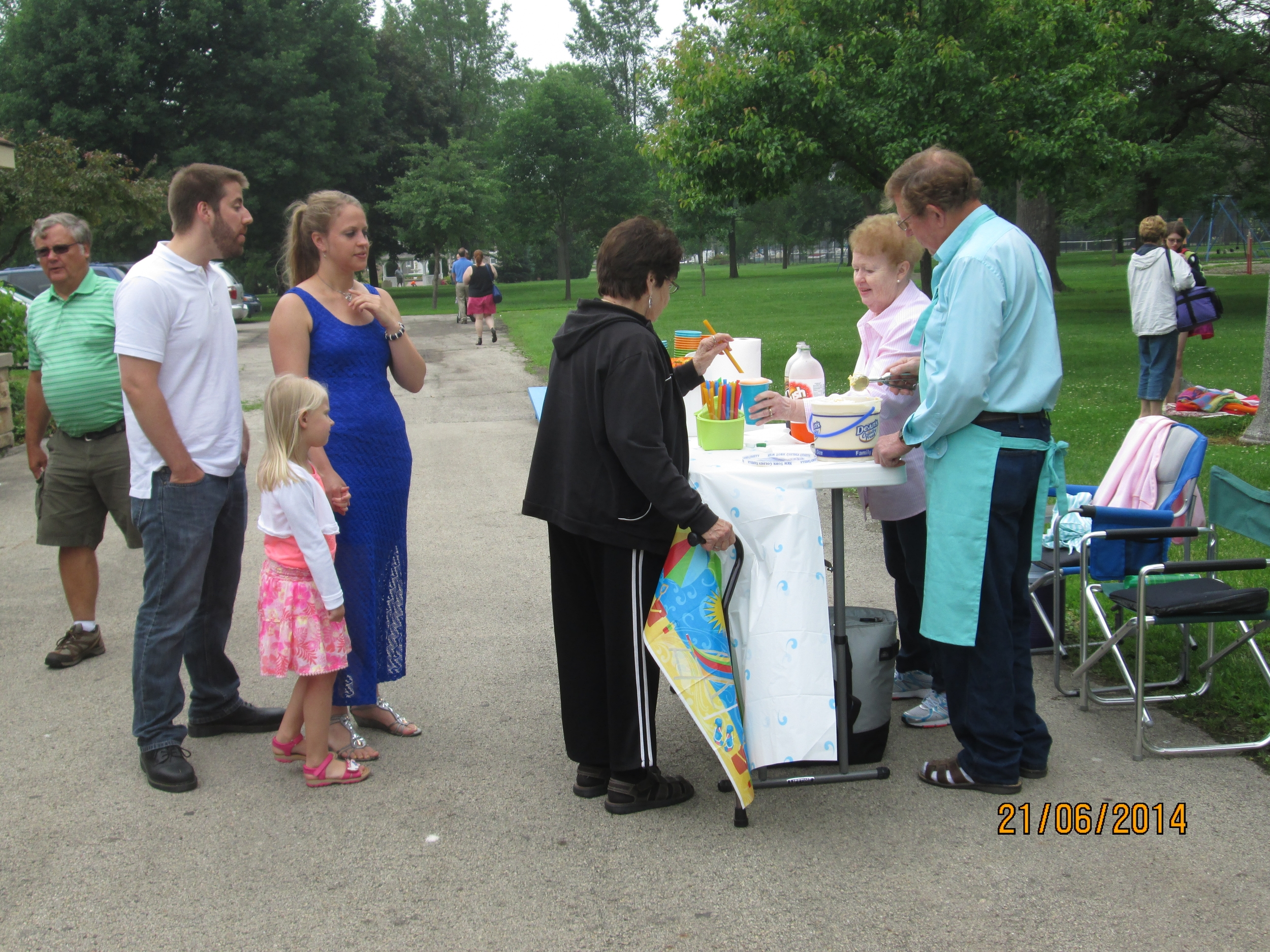 Smith Park Church Service -Root Beer Floats - 2014.JPG
