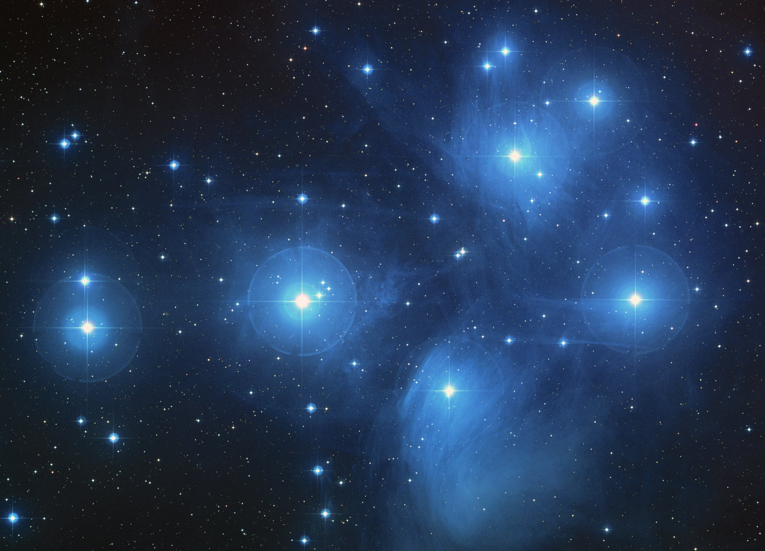 A color-composite image of the Pleiades from the   Digitized Sky Survey   Credit:   NASA  /  ESA  /  AURA  /  Caltech