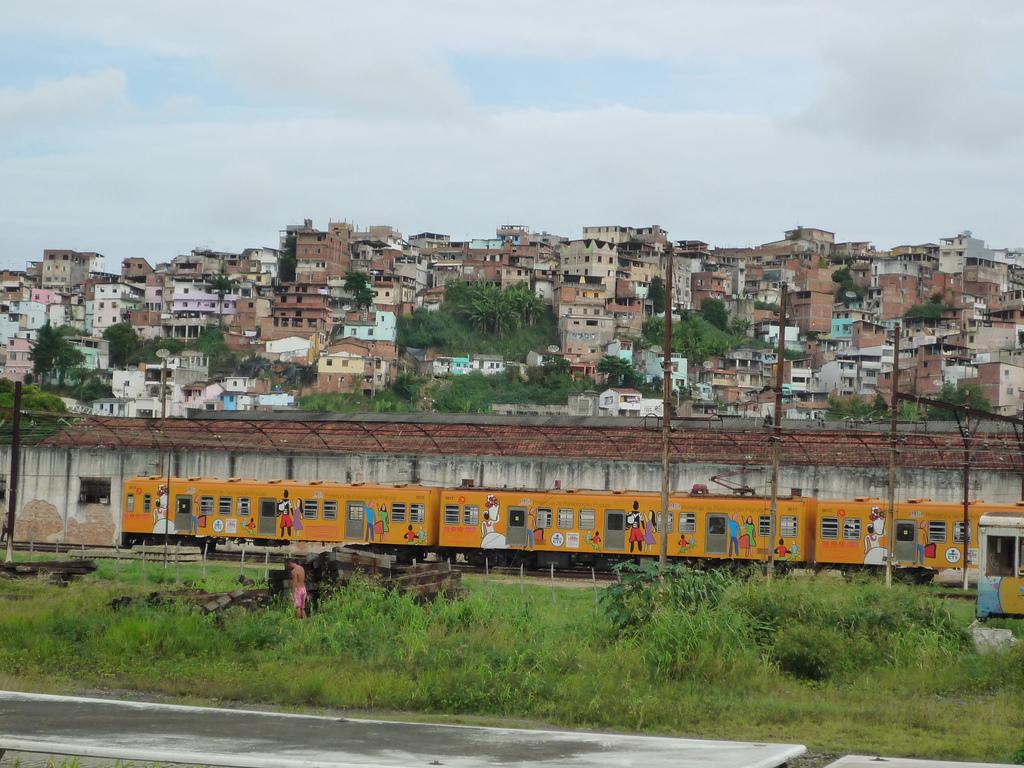 Trem_do_Subúrbio_Ferroviário_de_Salvador.jpg