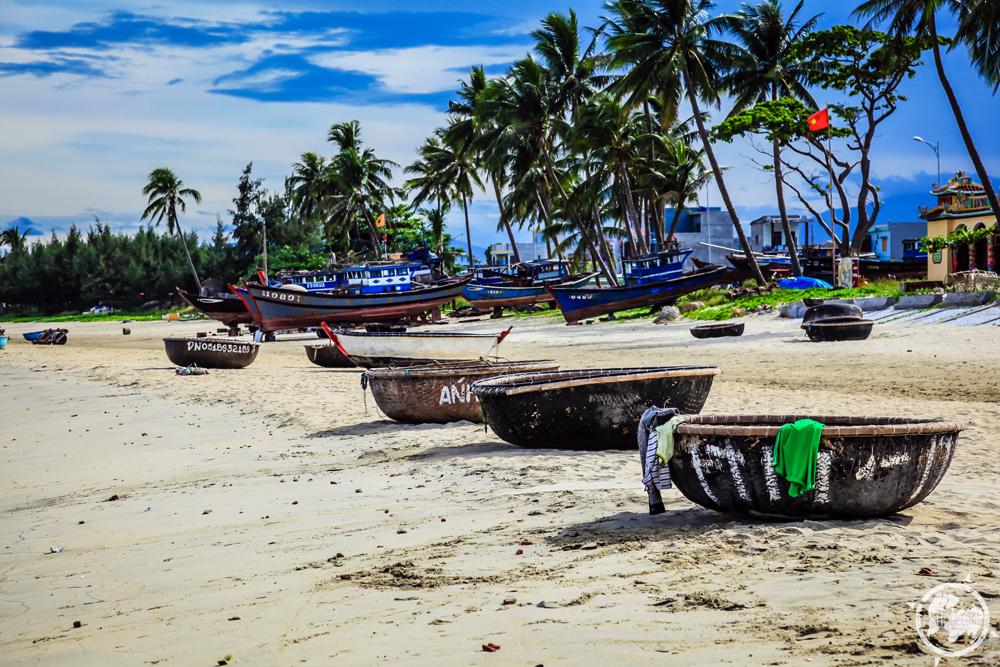 Da Nang Vietnam Beach 6.jpg