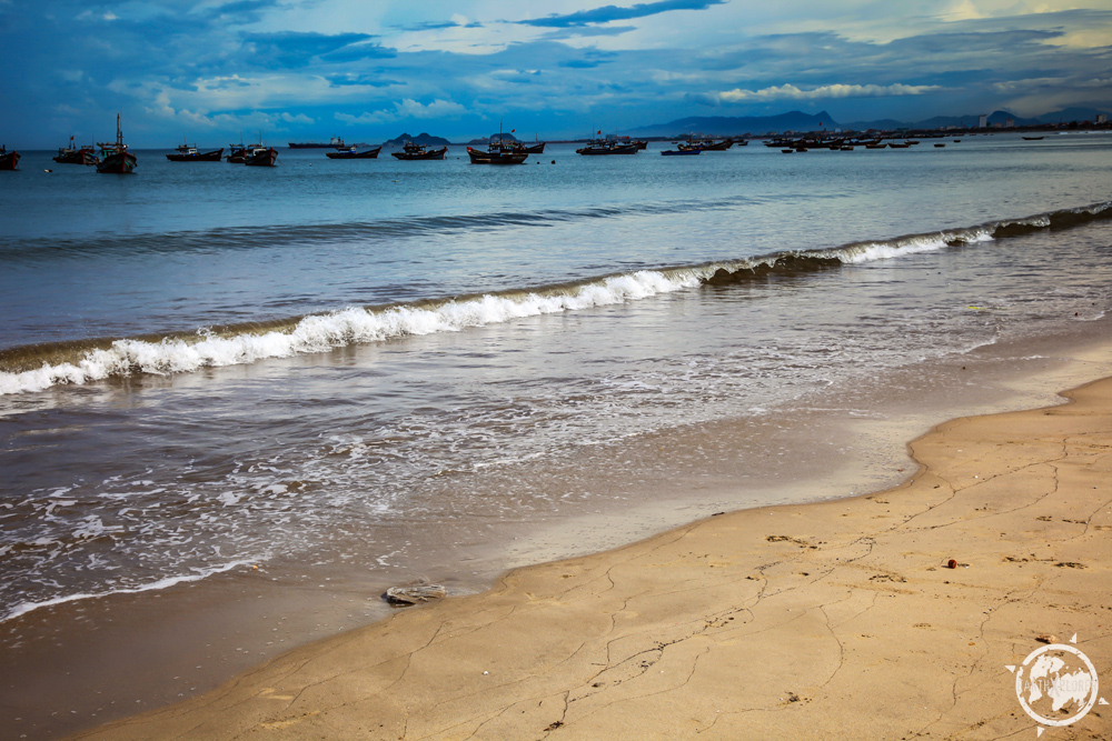 Da Nang Vietnam Beach 7.jpg