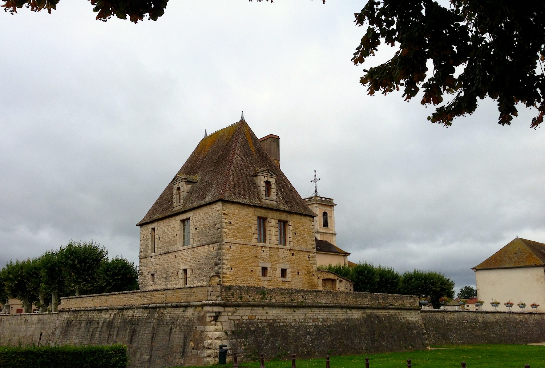 France Sights walled city.jpg