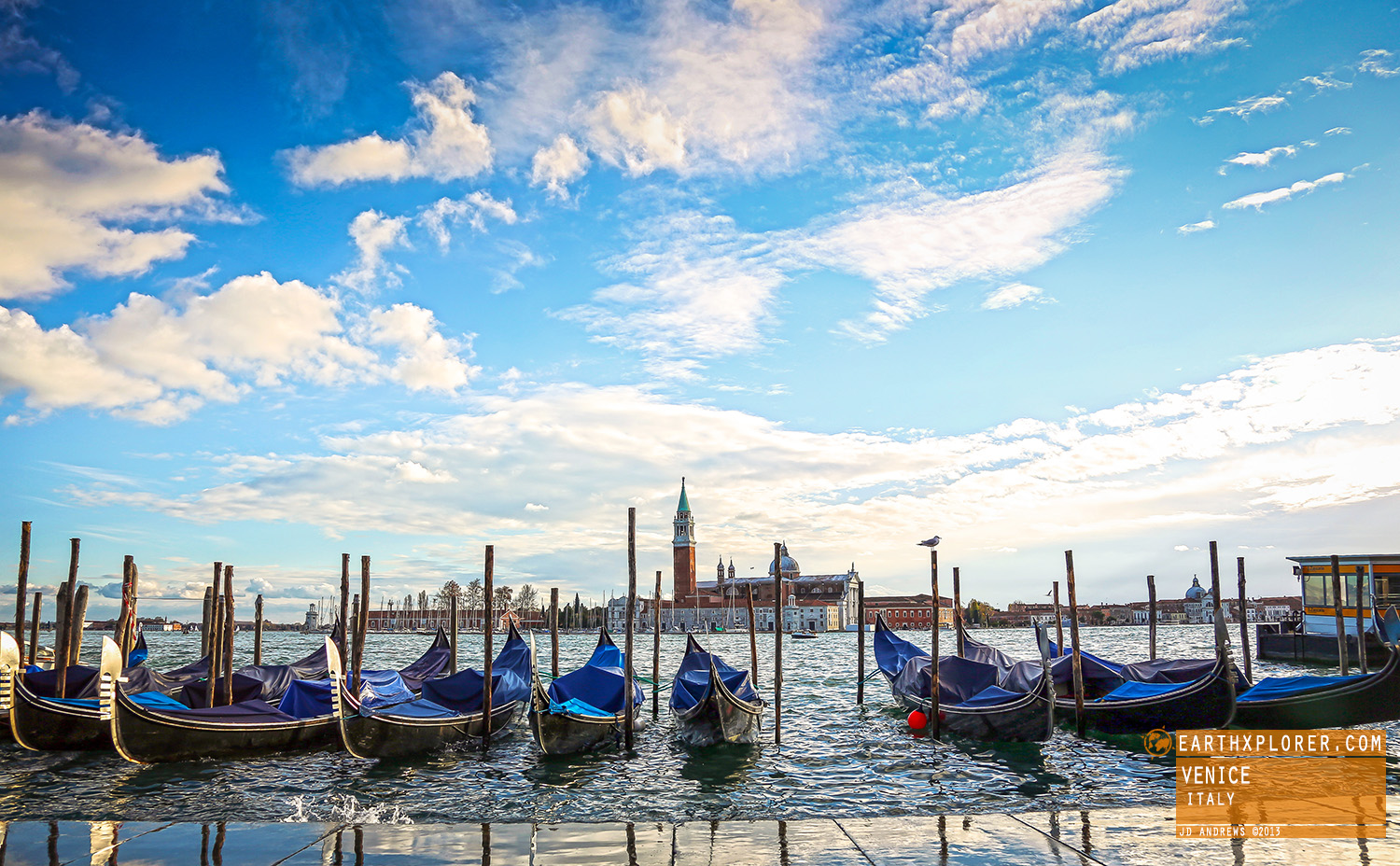 Gondolas are handmade using 8 different types of wood (fir, oak, cherry, walnut, elm, mahogany, larch & lime) and are composed of 280 pieces.