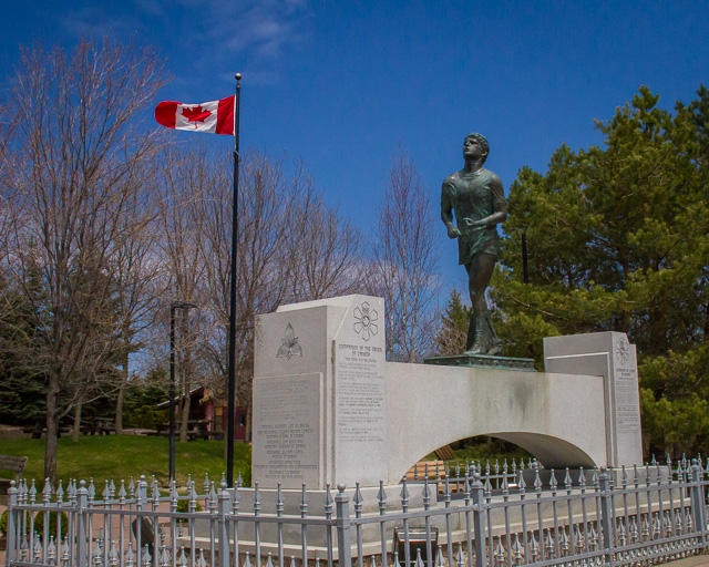 Terry Fox Memorial, Thunder Bay, Ontario, Canon 7D with Canon EF-S 18-200mm @ 24mm, 1/8000s @ f/11, ISO 1600