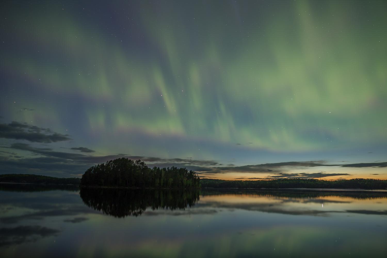 Northern Lights, Quetico Provincial Park, Ontario (25s exposure; f/2.8; ISO 1600)