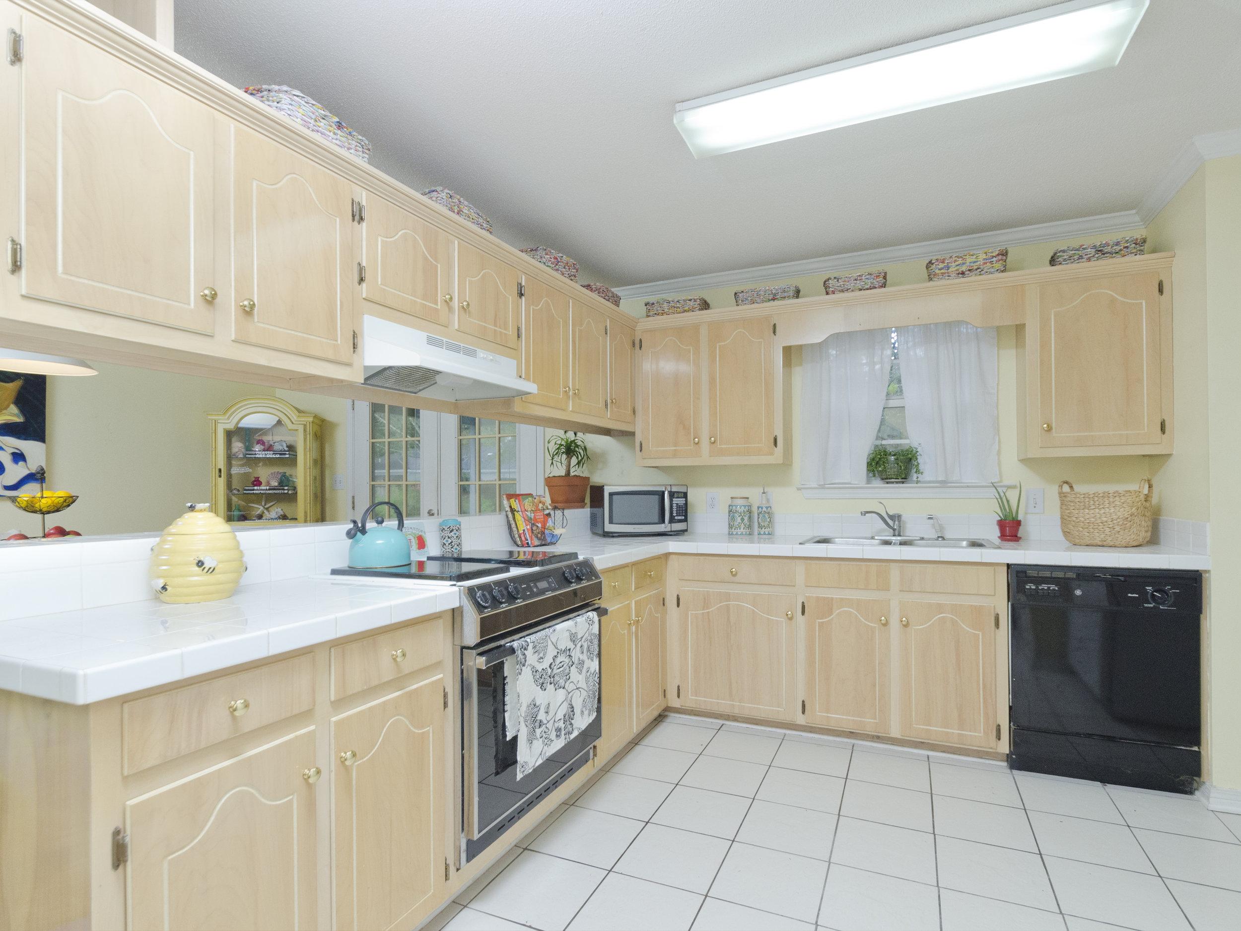 Kitchen Back_RLT0564.jpg