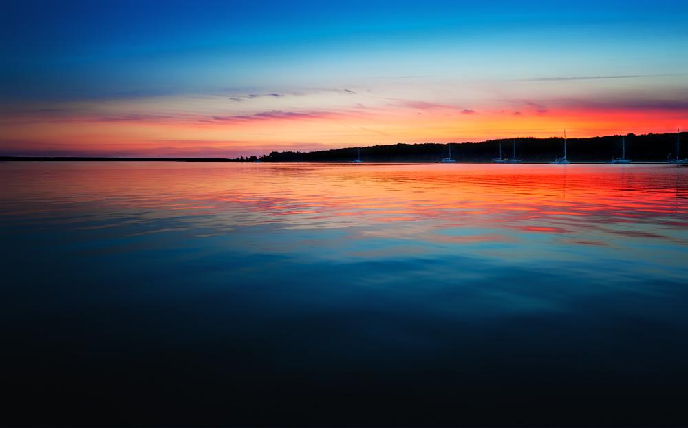 CALM PINK SUNSET OFF HOPE ISLAND
