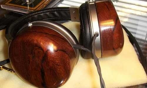In small quantities as shown here, the impact to the environment is minimal, but there are companies making whole loudspeakers with Honduran Rosewood