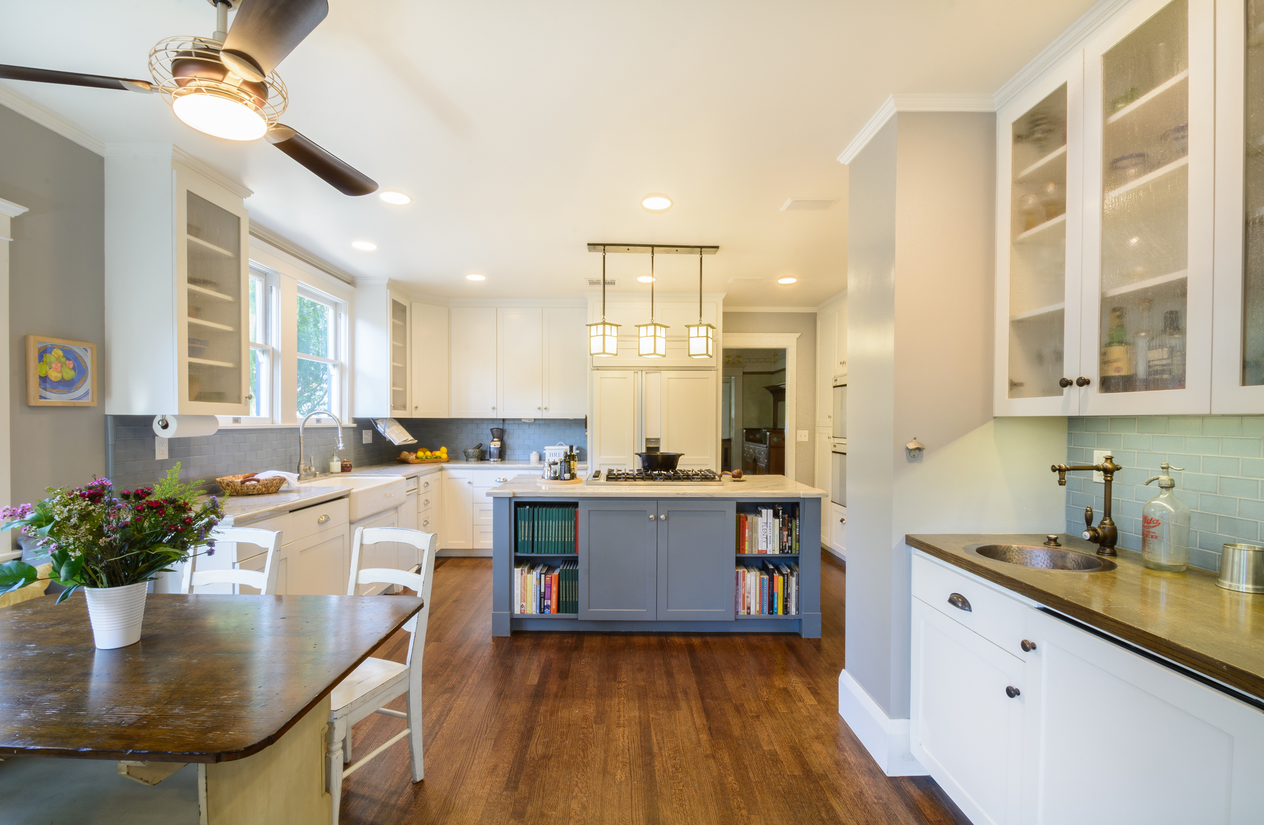 Craftsman kitchen jewel: bright, warm and soothing