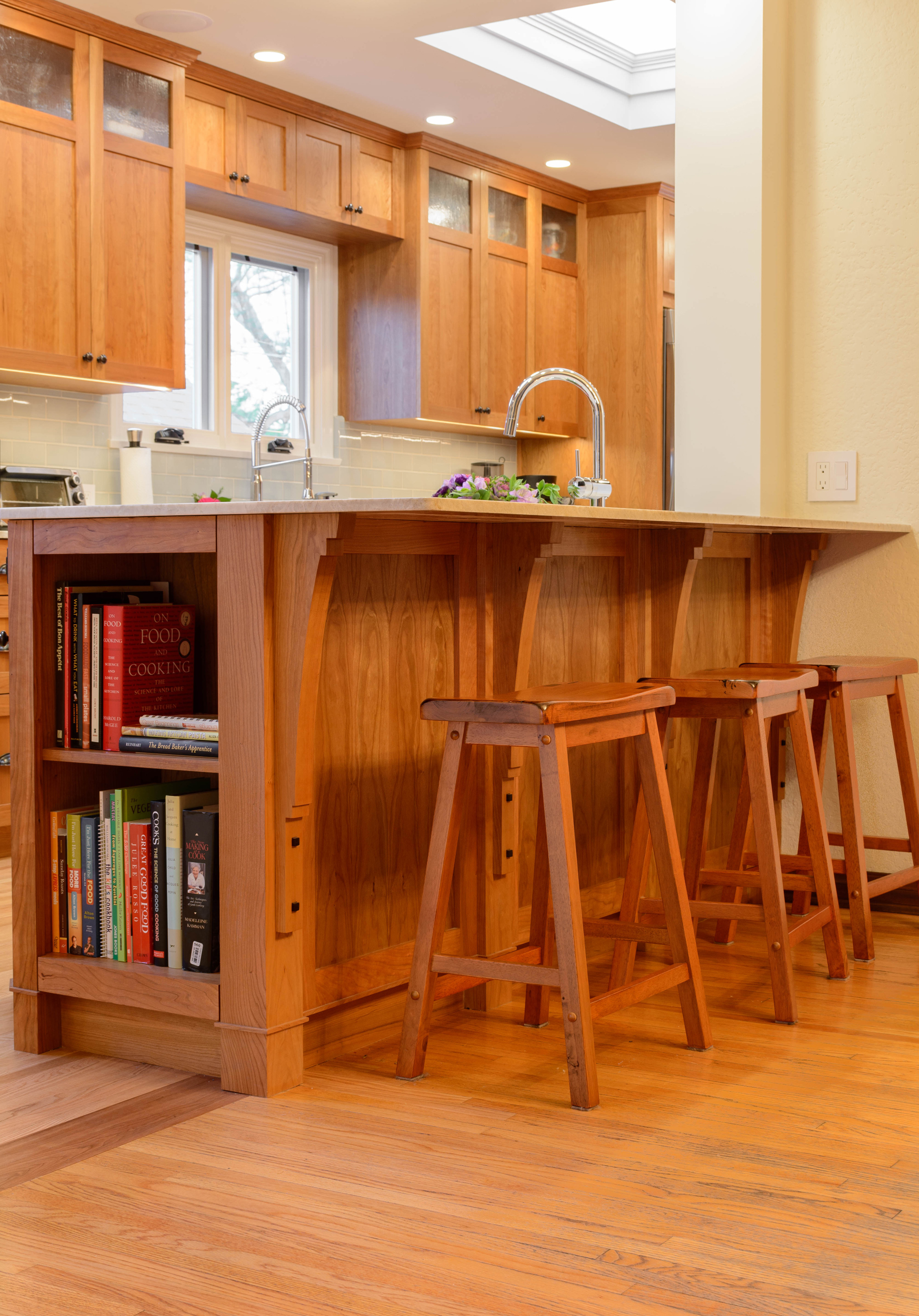 Kitchen peninsula with bar seating and bookshelves