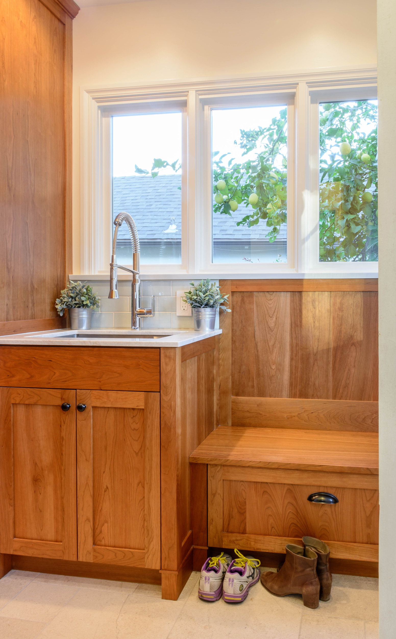 Mudroom with laundry sink and bench