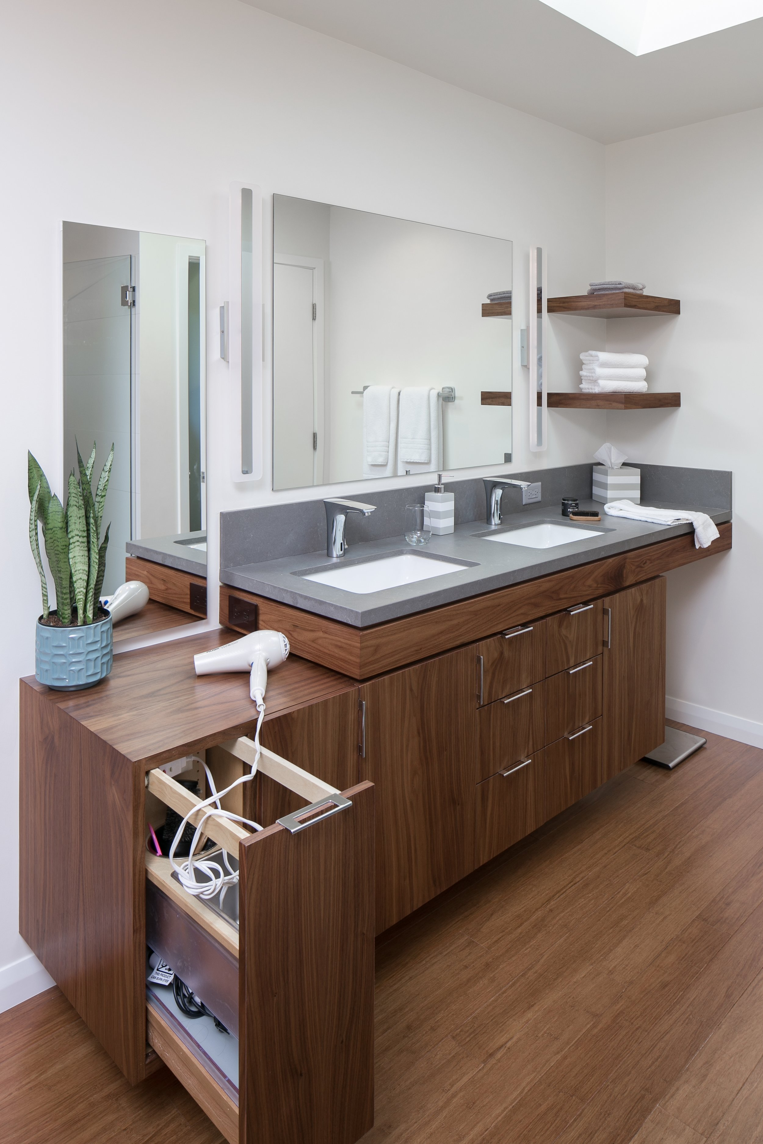 Double vanity with functional storage